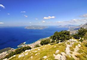 Kroatien Vackra berg vid havet Vandramera - Vandringsresor