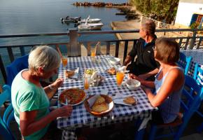 Kreta Middag med härlig utsikt Vandramera - Vandringsresor