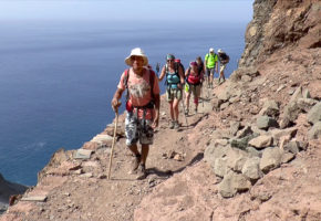 Kap Verde Guide som leder vandringsledet Vandramera - Vandringsresor